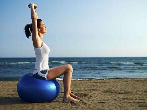 mulher-bola-pilates.jpg