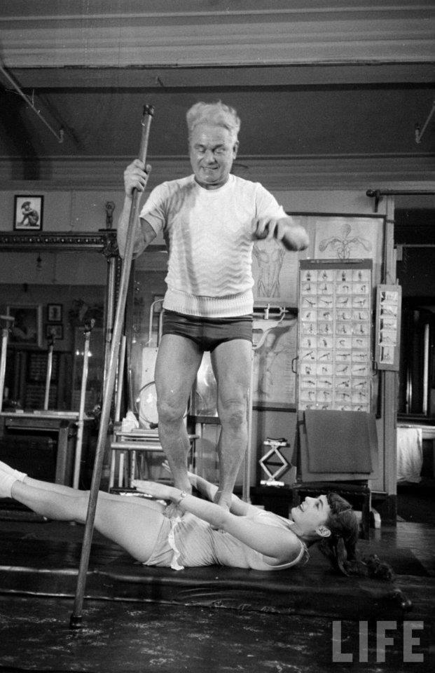 joseph pilates exercício abdomen